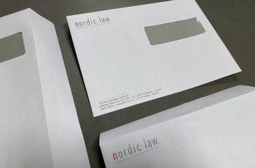 Trycka kuvert med logo och adress